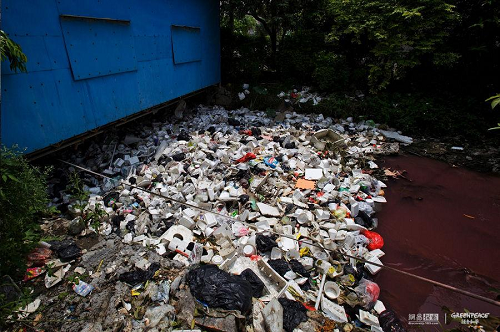 River full of garbage in China