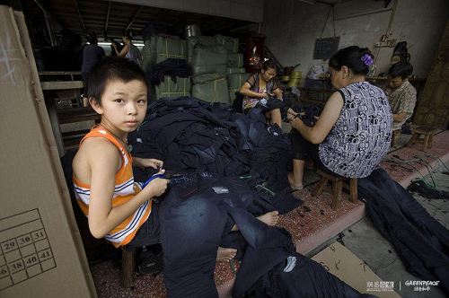 children cutting thread to support family in a jeans factory of China