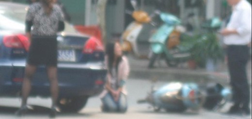 girl forced to kneel down 11100903 - 副本