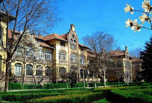 China's top 10 most beautiful college campuses