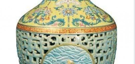 Qianlong dynasty porcelain vase