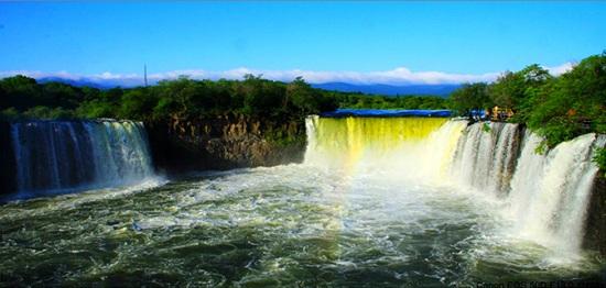 Jingbohu Waterfall