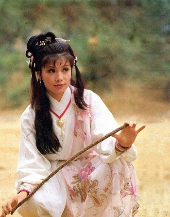 Barbara Yung as Huang Rong