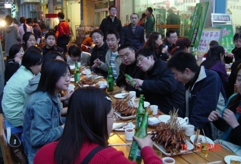 chinese speak loudly in restaurant