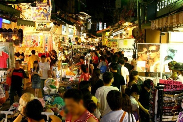 The Shilin Night Market is full of different snacks.